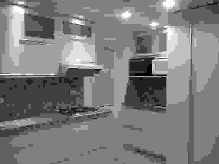 LINEAS SIMPLES Inversiones Su Paraiso Cocinas de estilo minimalista Blanco