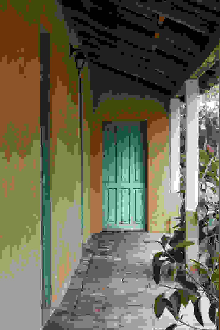Subsidios de Reparación Patrimonial de Adobe por ALIWEN Balcones y terrazas coloniales de ALIWEN arquitectura & construcción sustentable - Santiago Colonial