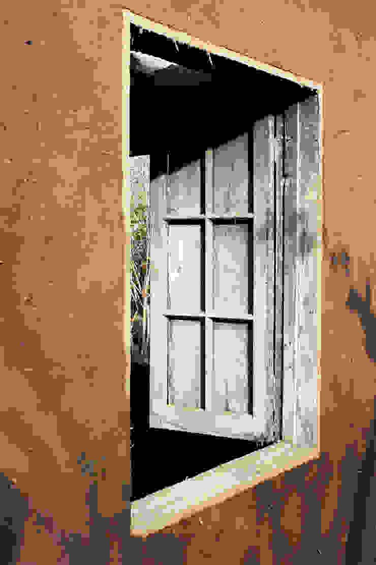 Subsidios de Reparación Patrimonial de Adobe por ALIWEN Puertas y ventanas coloniales de ALIWEN arquitectura & construcción sustentable - Santiago Colonial
