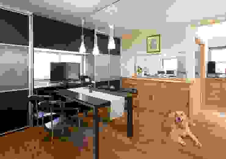 犬にやさしいフローリング: 西大路建築設計室が手掛けた家です。