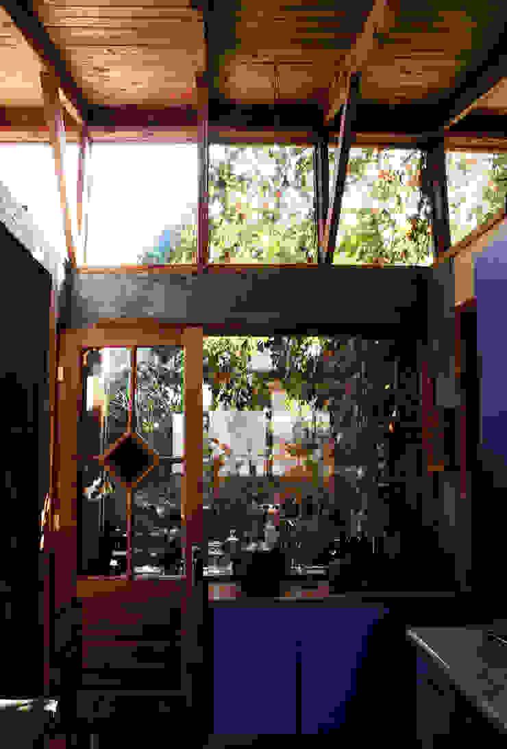 Country style conservatory by ALIWEN arquitectura & construcción sustentable - Santiago Country