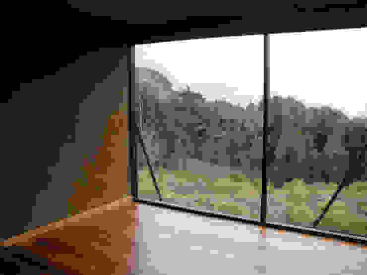 Living con Ventanal Salas de estilo moderno de ALIWEN arquitectura & construcción sustentable - Santiago Moderno