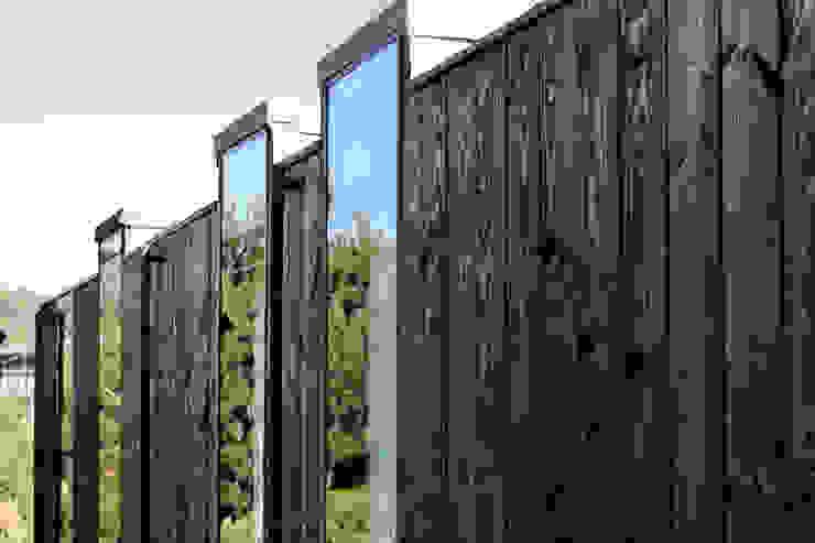 Ventanas Puertas y ventanas de estilo moderno de ALIWEN arquitectura & construcción sustentable - Santiago Moderno