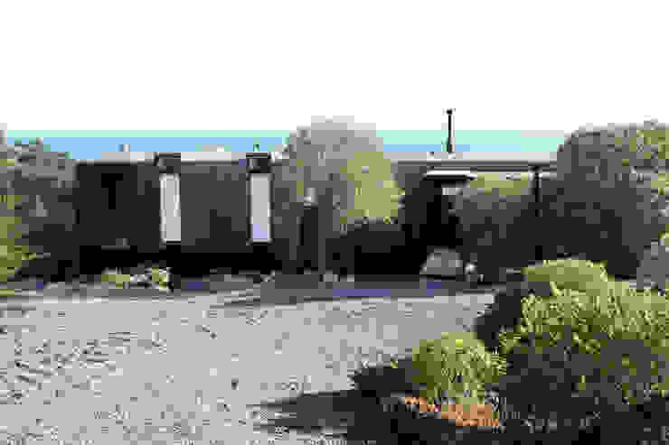 Fachada: Casas unifamiliares de estilo  por ALIWEN arquitectura & construcción sustentable - Santiago,