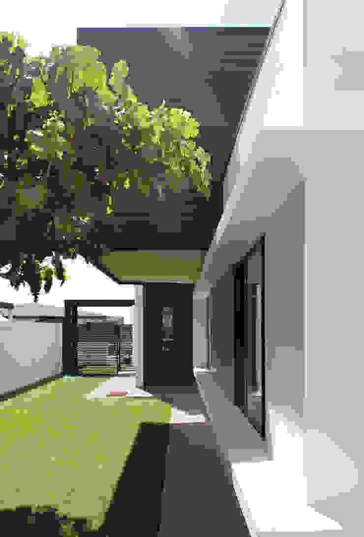 Remodelación Casa Limonares, Melipilla, RM, Chile 모던스타일 주택 by Landeros & Charles Architects 모던