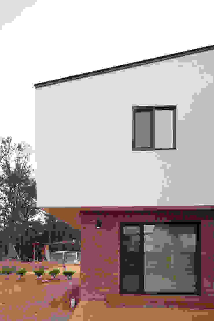 성석동 주택 (Seongseokdong House) 모던스타일 주택 by 위빌 모던