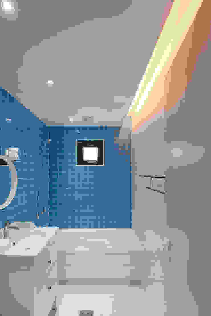 성석동 주택 (Seongseokdong House) 모던스타일 욕실 by 위빌 모던