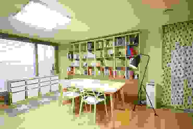광교 서재형거실 홈스타일링(Kwanggyo APT) Modern Dining Room by homelatte Modern