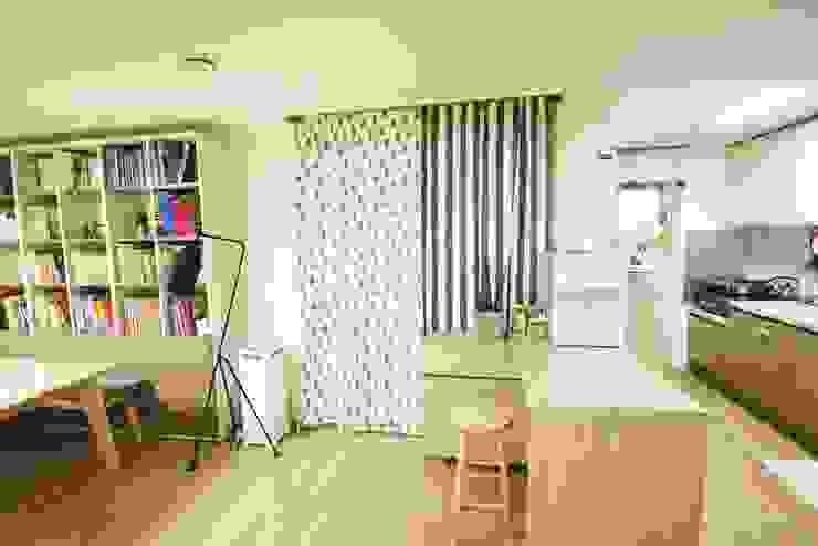 광교 서재형거실 홈스타일링(Kwanggyo APT) Modern Living Room by homelatte Modern