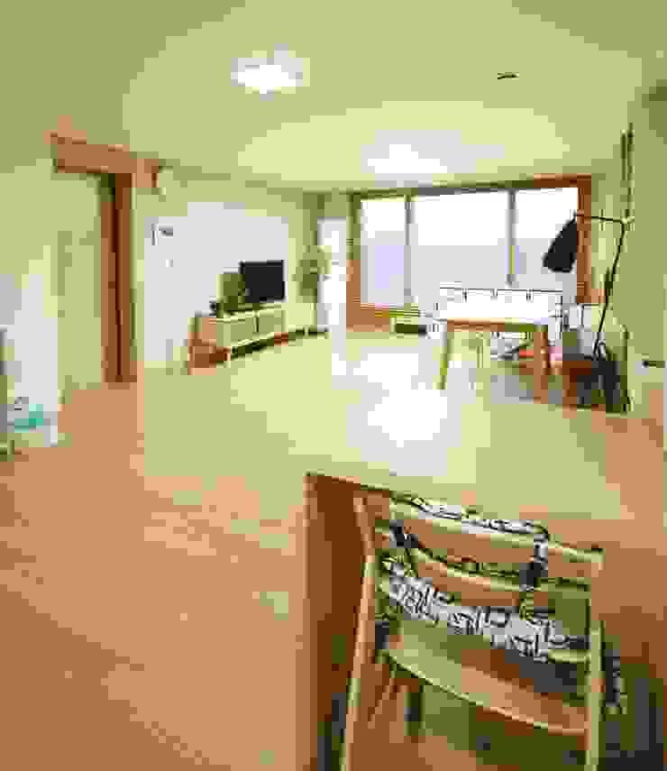 광교 서재형거실 홈스타일링(Kwanggyo APT) Salas de estar modernas por homelatte Moderno