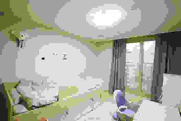 광교 서재형거실 홈스타일링(Kwanggyo APT) Modern Bedroom by homelatte Modern