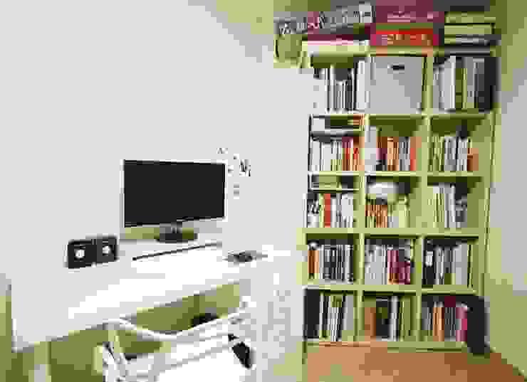 광교 서재형거실 홈스타일링(Kwanggyo APT) Modern Study Room and Home Office by homelatte Modern