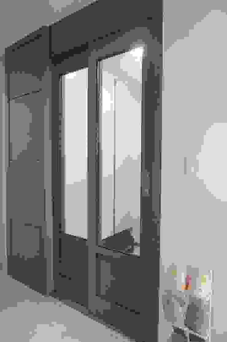 새 아파트 홈스타일링 (Paju APT) 모던스타일 복도, 현관 & 계단 by homelatte 모던