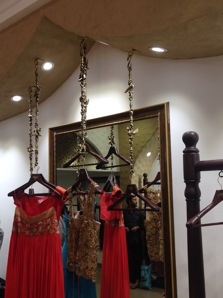 COUTURE STORE IN MUMBAI - BANDRA Modern offices & stores by Mars dezine Consultants Modern