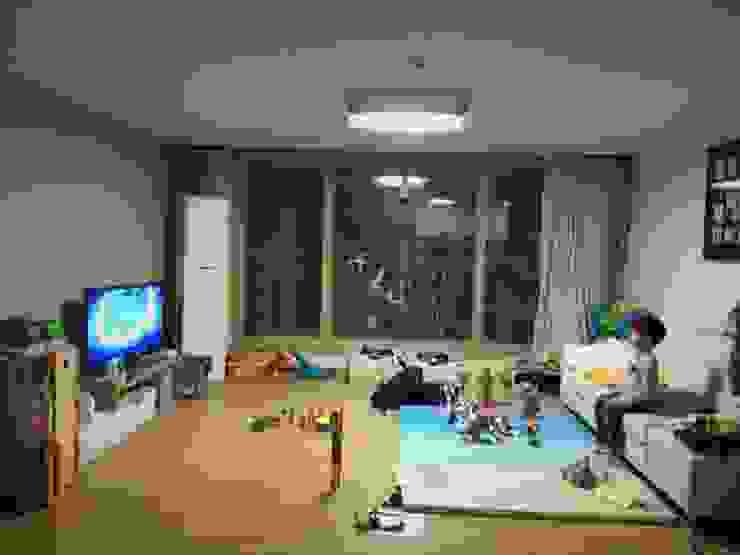 광교 서재형거실 홈스타일링(Kwanggyo APT) Salon moderne par homelatte Moderne