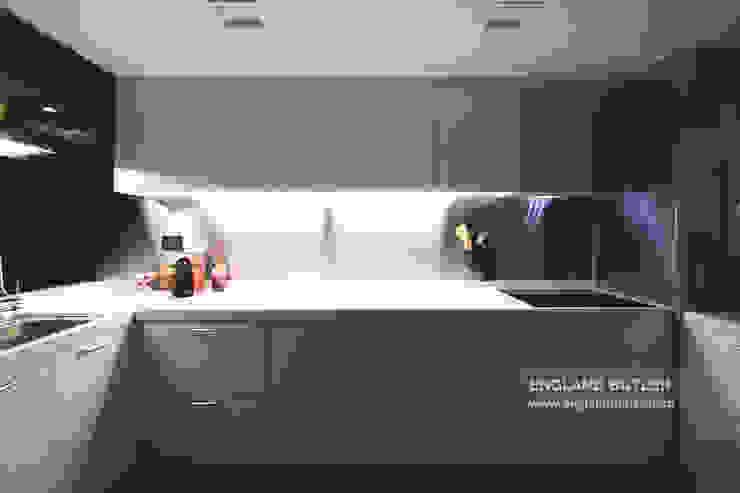 분당 K House (Bundang K House) Modern kitchen by 잉글랜드버틀러 Modern