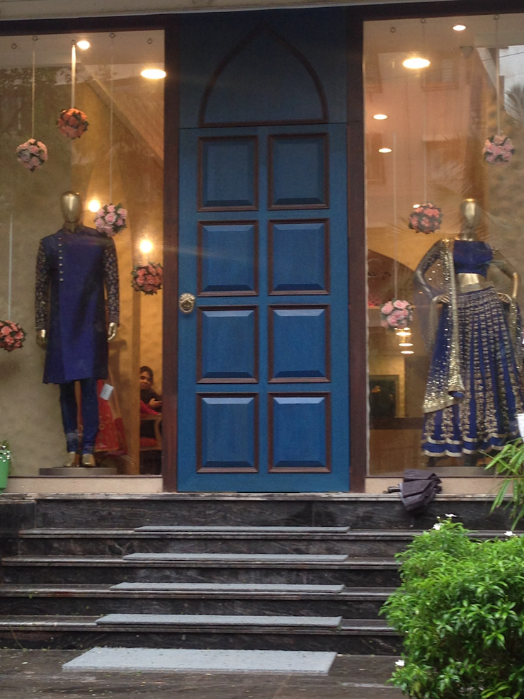 COUTURE STORE IN MUMBAI—BANDRA Modern offices & stores by Mars dezine Consultants Modern
