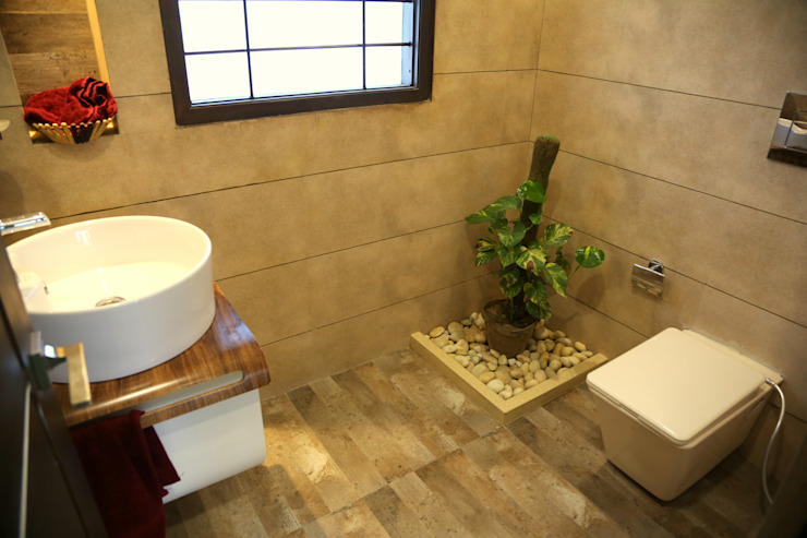 Premium Residence:  Bathroom by Aayam Consultants