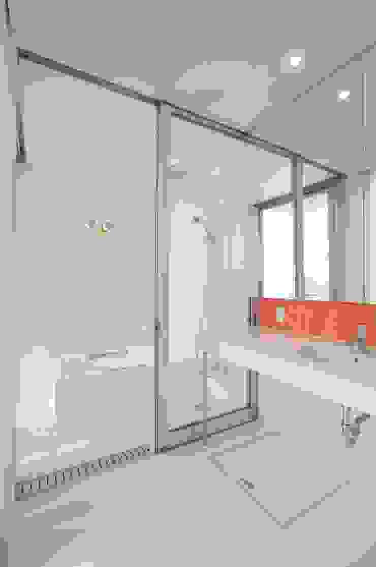 모던스타일 욕실 by 有限会社 橋本設計室 모던