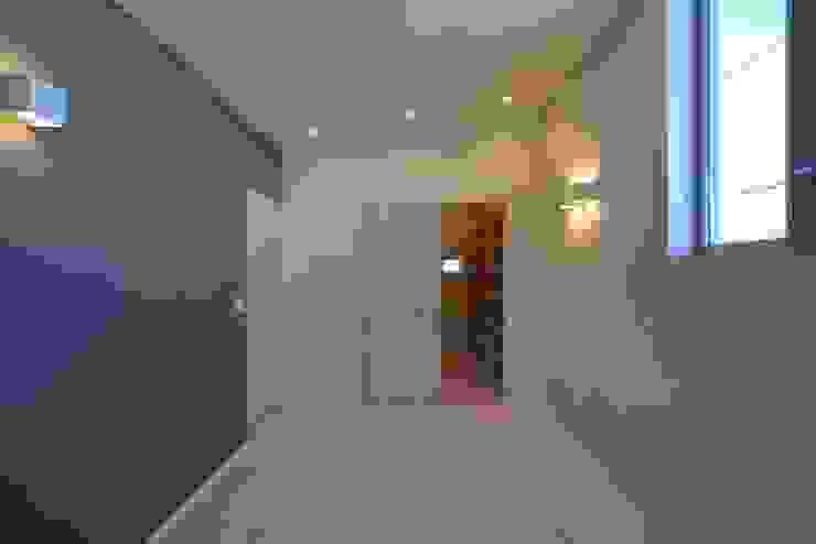 洋室 モダンスタイルの寝室 の 有限会社 橋本設計室 モダン