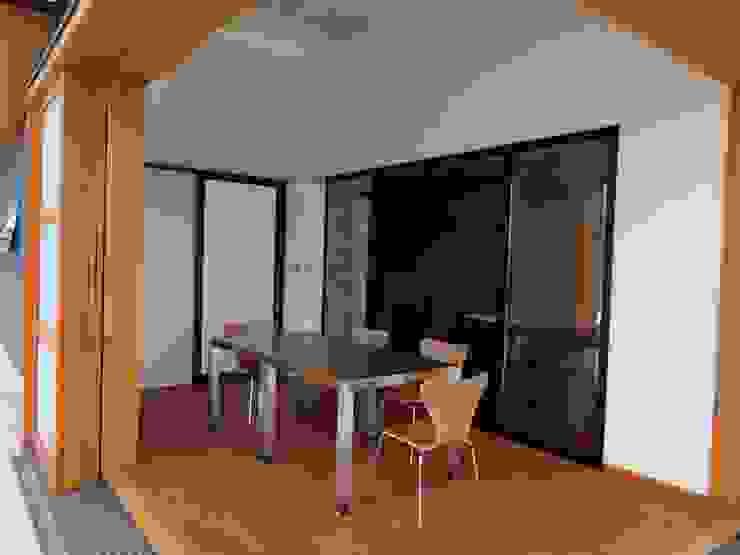 Salas multimedia de estilo  de 有限会社 橋本設計室
