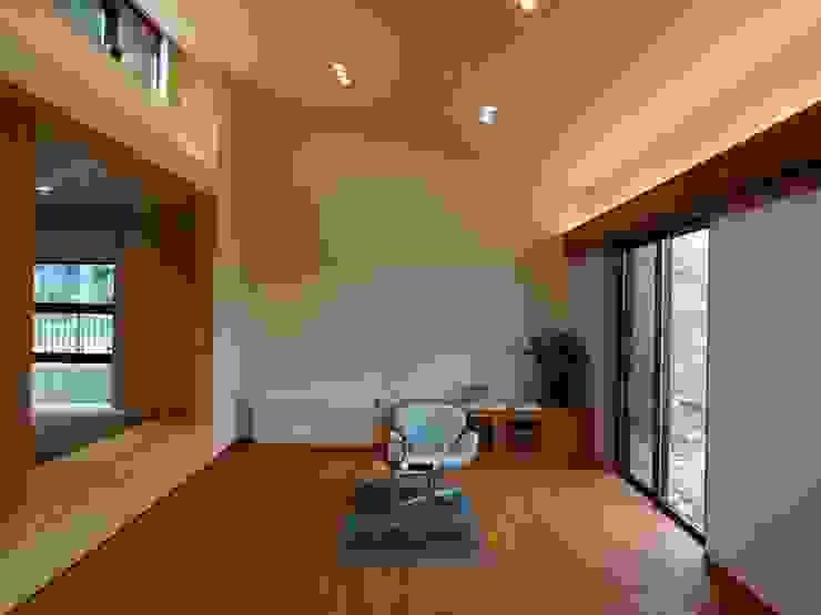 Salones de estilo  de 有限会社 橋本設計室