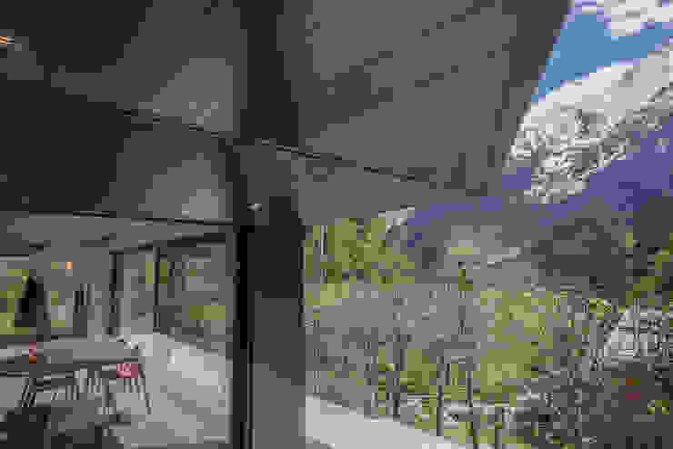 Teras oleh Chevallier Architectes