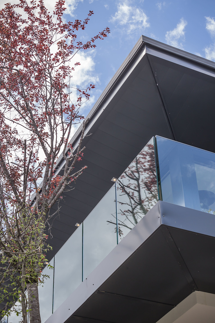 Chevallier Architectes Modern windows & doors Glass