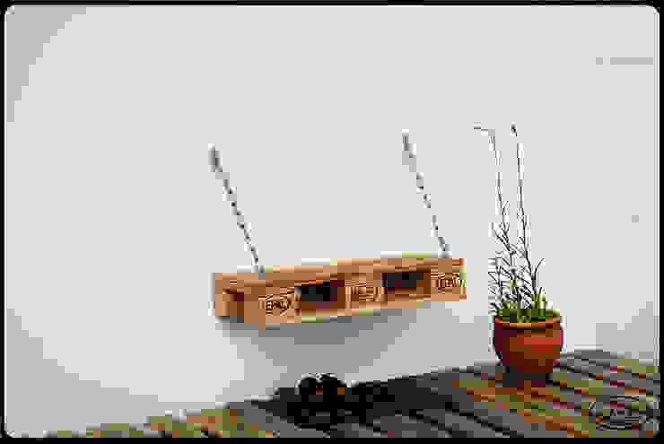 Sitzbank auf Ketten Europaletten Irekholzart von IrekHolzArt Rustikal Holz Holznachbildung