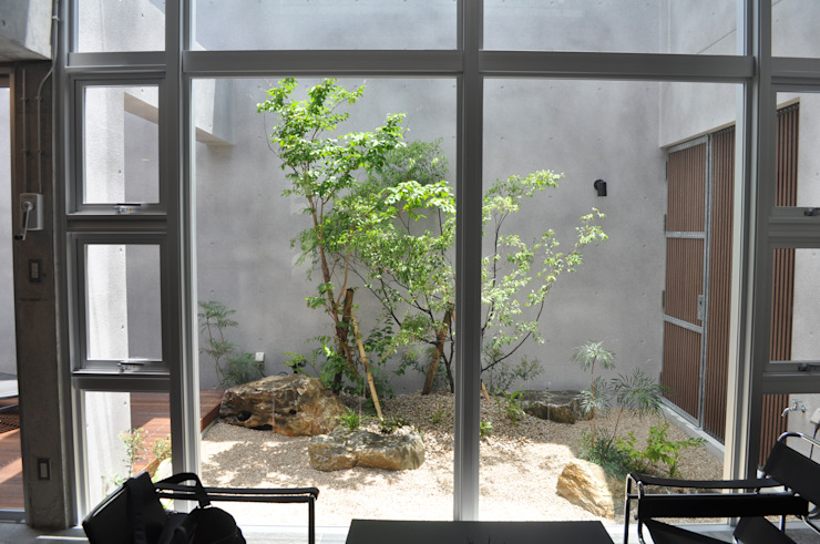 那覇市T邸の壺庭 オリジナルな 庭 の 艸木/SOUMOKU オリジナル 木 木目調