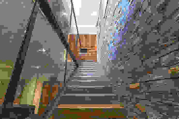 Chevallier Architectes Modern corridor, hallway & stairs Stone
