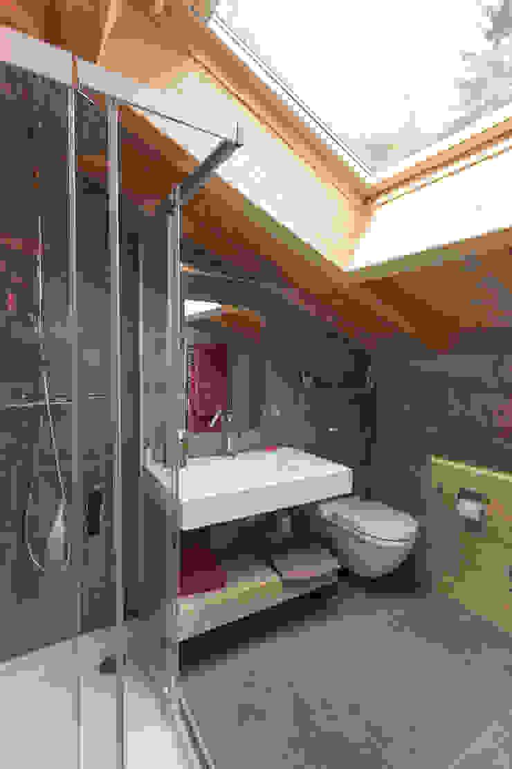 Chevallier Architectes Modern bathroom Stone