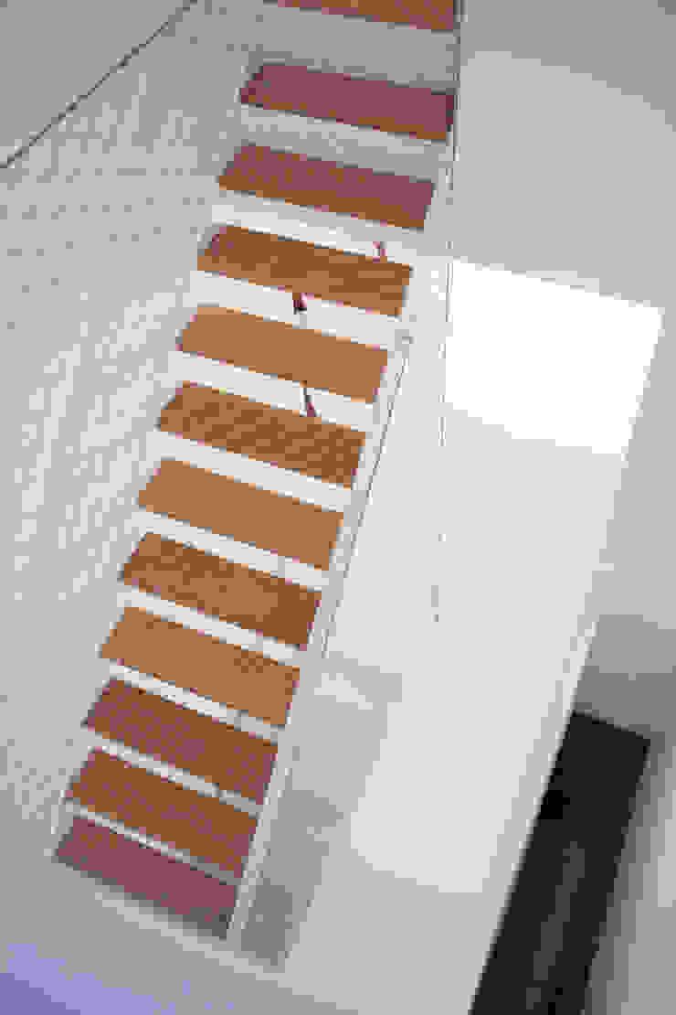 Viladecavalls House Corredores, halls e escadas minimalistas por CABRÉ I DÍAZ ARQUITECTES Minimalista