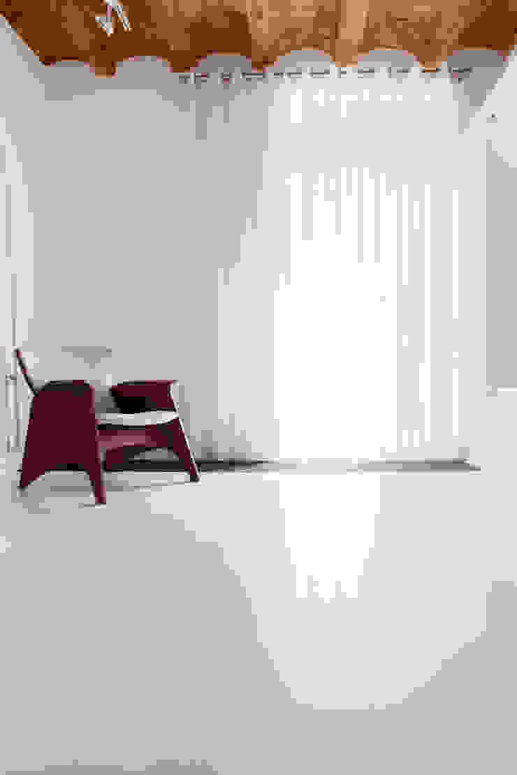 Viladecavalls House Salas de estar minimalistas por CABRÉ I DÍAZ ARQUITECTES Minimalista