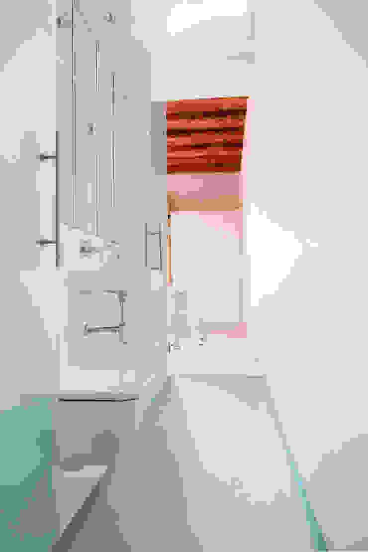 Viladecavalls House Casas de banho minimalistas por CABRÉ I DÍAZ ARQUITECTES Minimalista