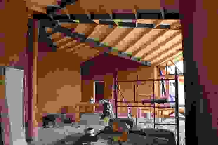 Living Salas de estilo rural de ALIWEN arquitectura & construcción sustentable - Santiago Rural