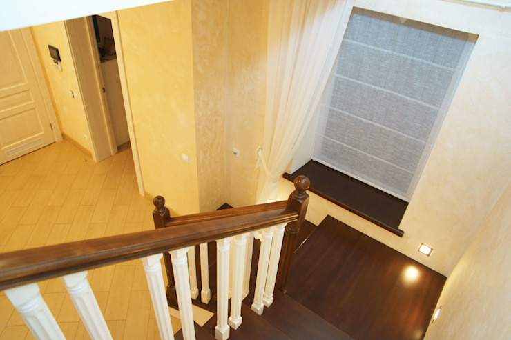 Студия интерьера 'SENSE' Scandinavian style corridor, hallway& stairs Brown