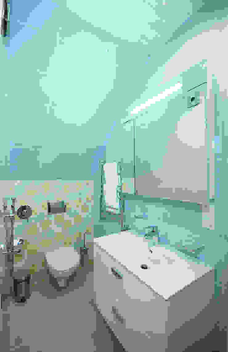 Студия интерьера 'SENSE' Scandinavian style bathroom Turquoise