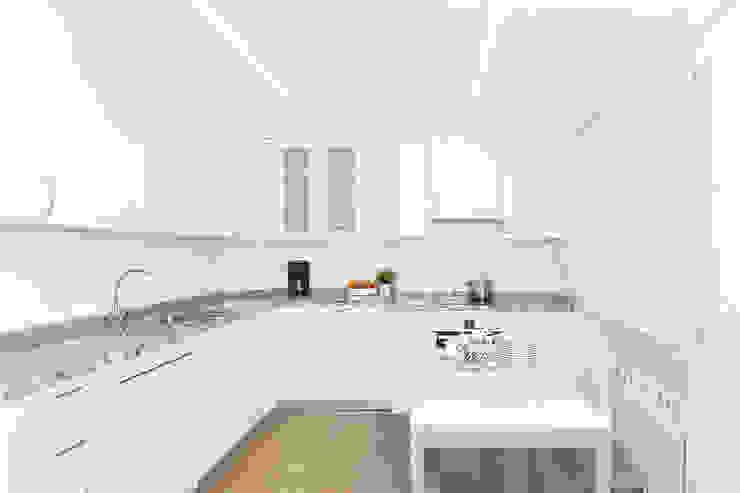 Luzestudio - Fotografía de arquitectura e interiores 現代廚房設計點子、靈感&圖片