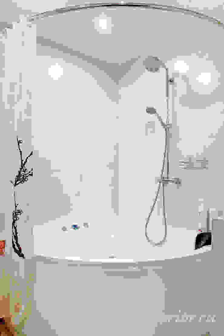 Студия интерьера 'SENSE' Eclectic style bathroom White