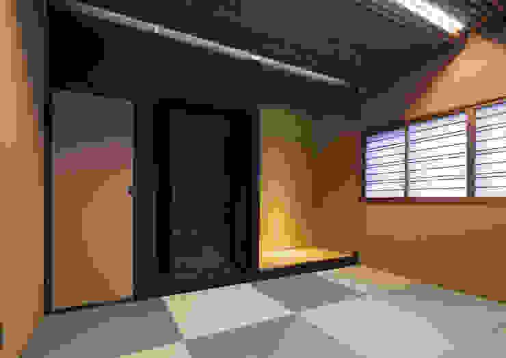 Salas multimídia modernas por 一級建築士事務所 馬場建築設計事務所 Moderno