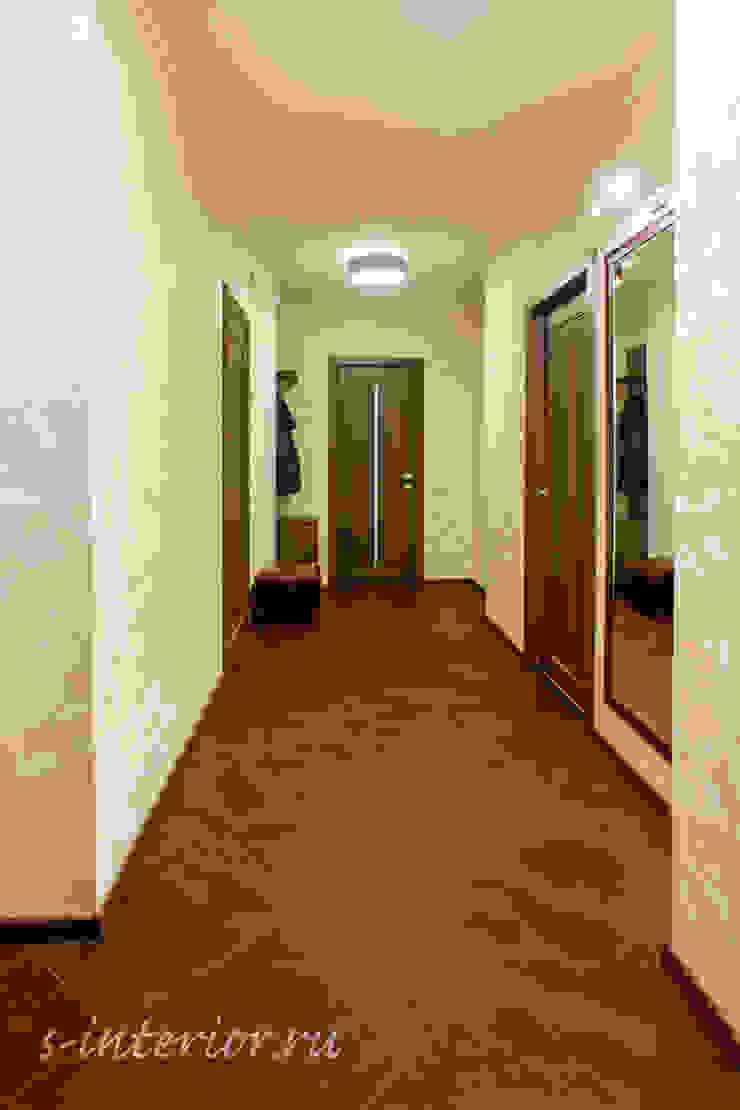Студия интерьера 'SENSE' Eclectic style corridor, hallway & stairs Brown