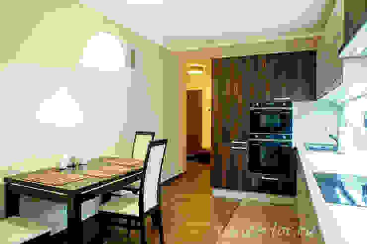 Студия интерьера 'SENSE' Eclectic style kitchen Beige