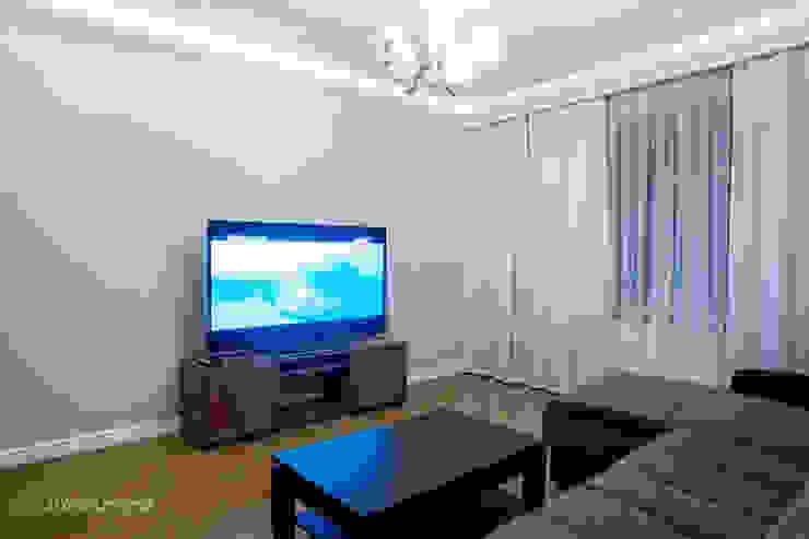 Студия интерьера 'SENSE' Eclectic style living room Blue