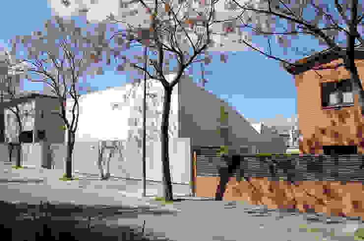 Fachada CABRÉ I DÍAZ ARQUITECTES Casas de estilo minimalista