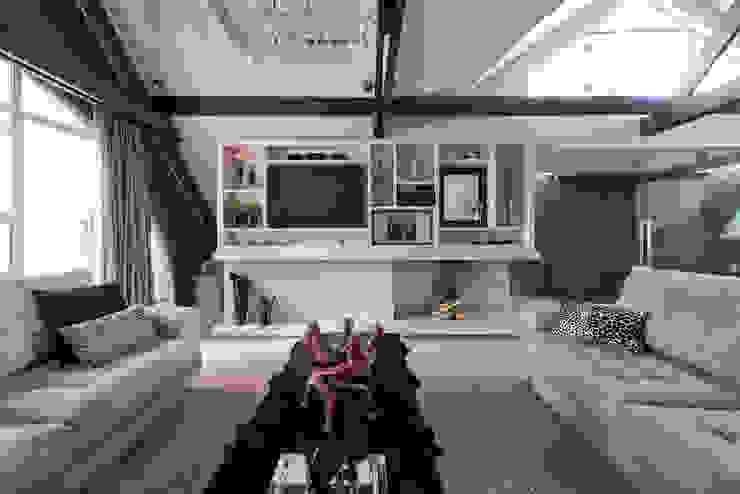 Estúdio IR 现代客厅設計點子、靈感 & 圖片