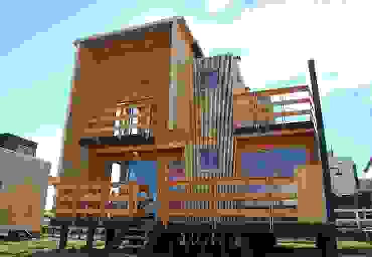 Nowoczesny balkon, taras i weranda od EstradaMassera Arquitectura Nowoczesny Drewno O efekcie drewna