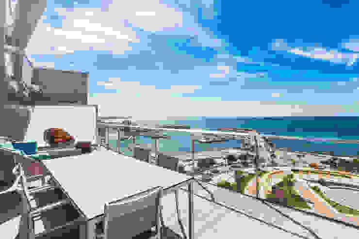 Terrace Modern Balkon, Veranda & Teras Bornelo Interior Design Modern