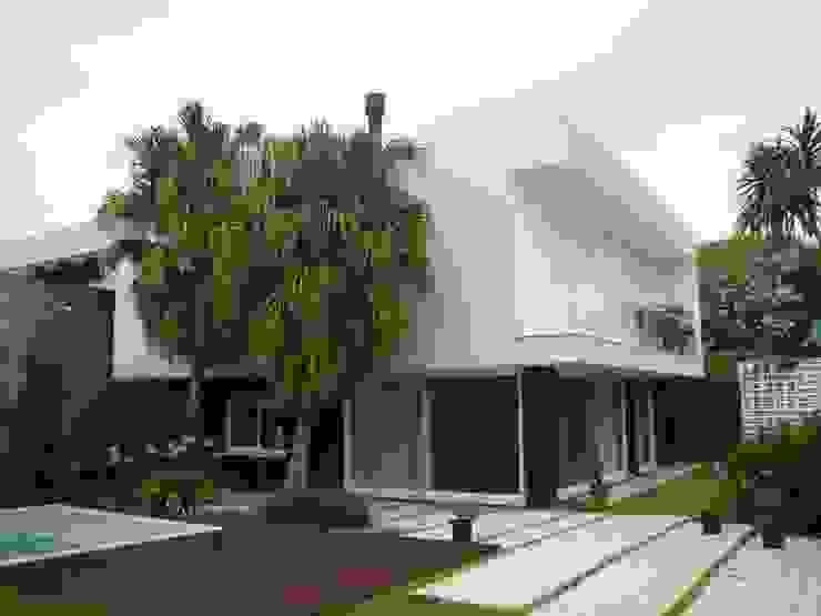 Casas modernas de Jader e Ivan Arquitetos Moderno