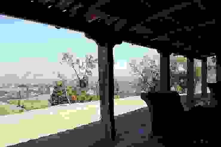 Terraza Pasillos, halls y escaleras rurales de ALIWEN arquitectura & construcción sustentable - Santiago Rural
